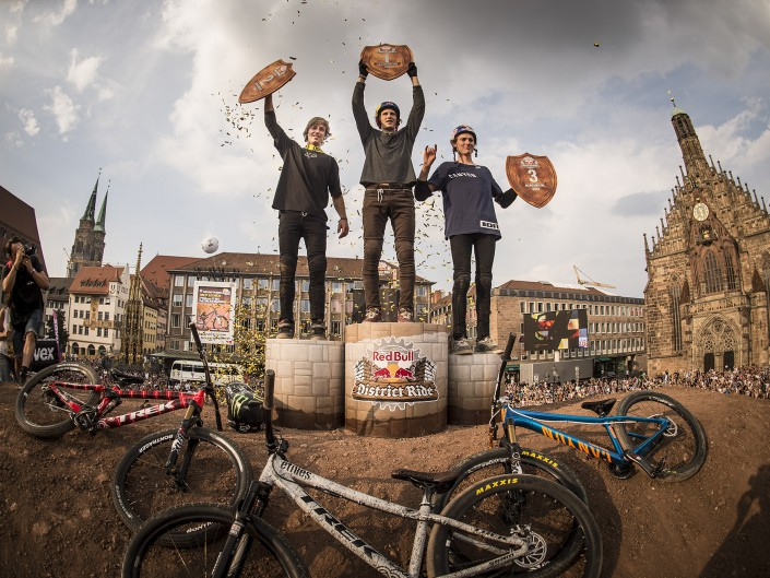 Brett Rheeder, Brandon Semenuk, Thomas Genon | Red Bull District Ride